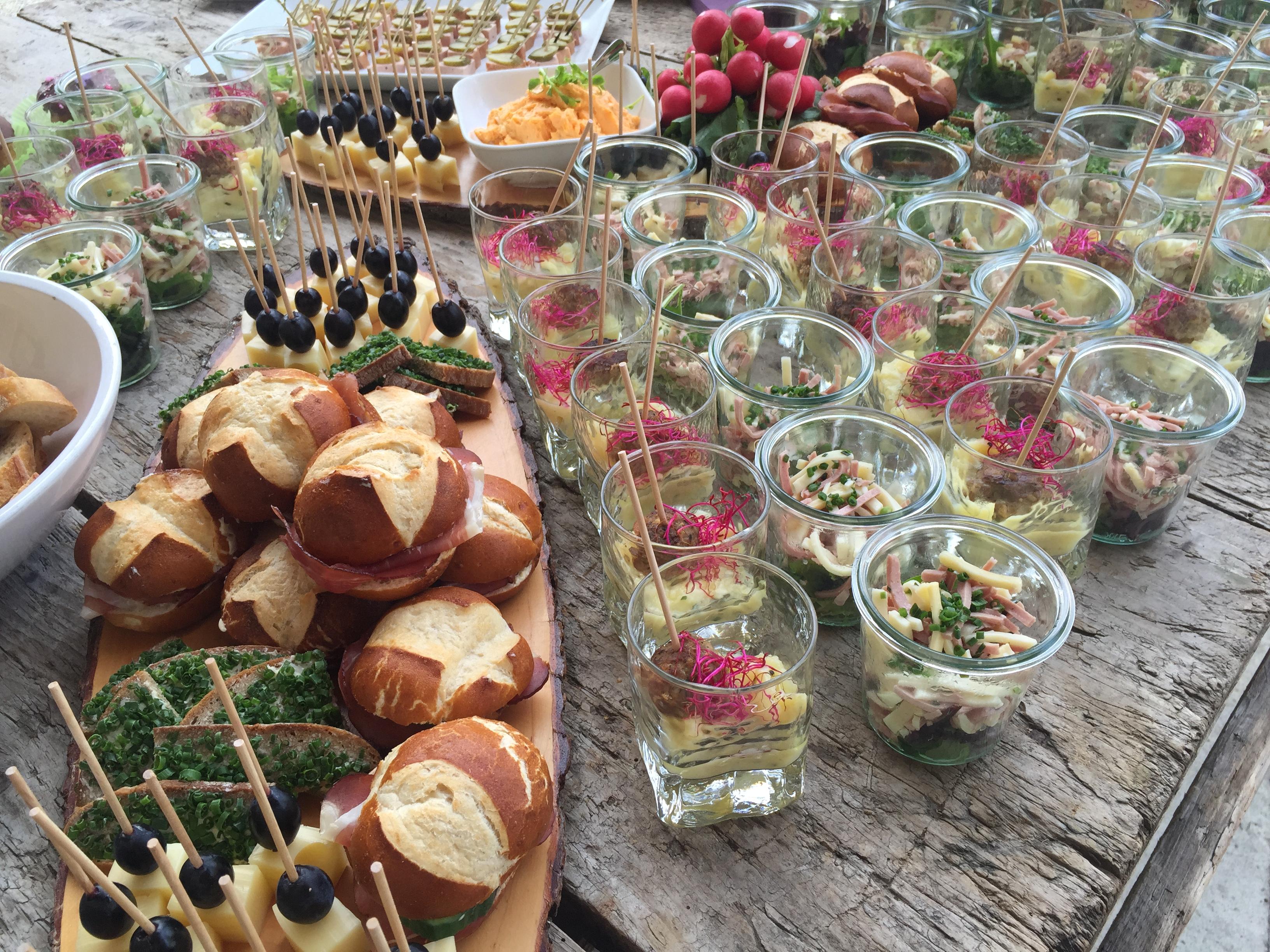 bayrisches buffet gaumenschmaus catering und events gaumenschmaus catering events. Black Bedroom Furniture Sets. Home Design Ideas